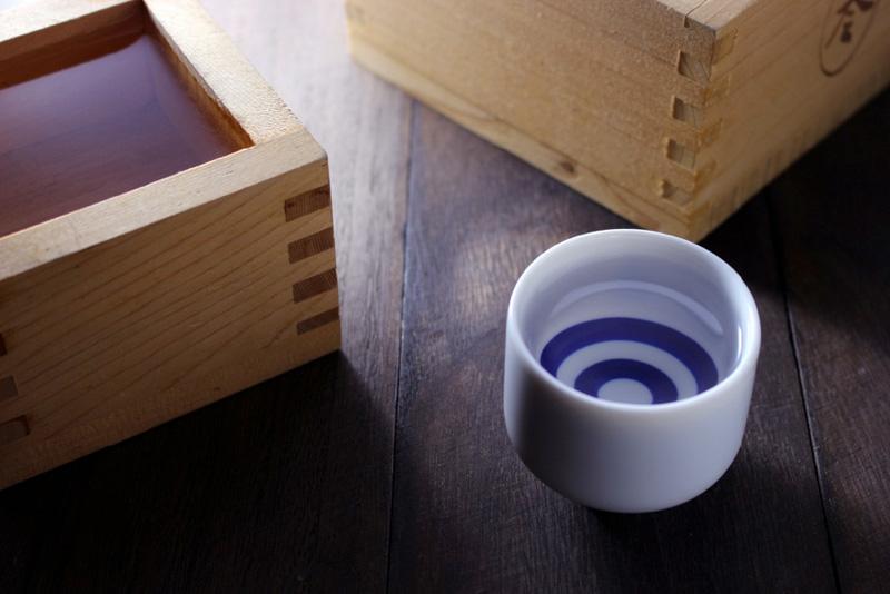 【樽】【酒】:清酒発祥の地、奈良県。吉野の銘酒がならぶ日本酒フェア。吉野スギの升を組み上げた「升タワ ー」も登場