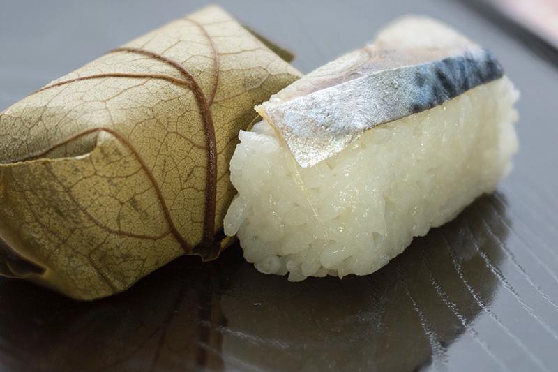 【米】:奈良の名産 柿の葉寿司がズラリ!贅沢な柿の葉寿司販売